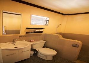 15-Ocean-Vida-Malapscua-bathroom