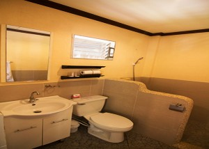 Bathroom - Seaview Room- Ocean Vida